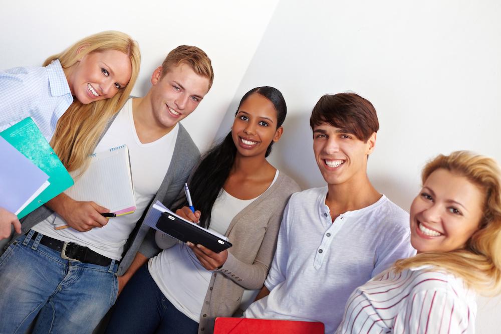 Lerngruppen_Schüler lernen an Schule