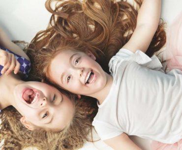 Brain Friendly 10 Sekunden lächeln 2 Kinder lachen